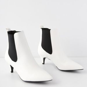 😻KITTIE WHITE HEEL POINTED TOE ANKLE BOOTS😻